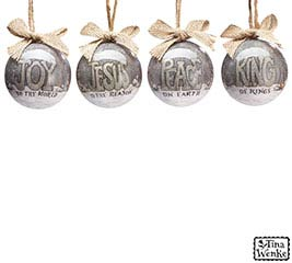 A KING IS BORN ORNAMENT SET W/ GIFT BOX