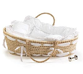 NATURAL MOSES BASKET WITH WHITE BEDING