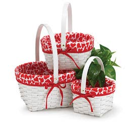 WHITE BASKET SET WITH FABRIC HEART LINER