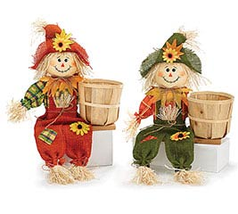 NATURAL BASKET WITH SCARECROW SITTER