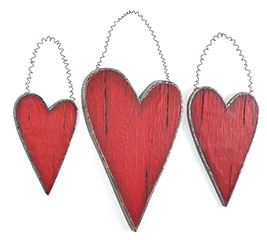 RED DISTRESSED WOOD HEART DECOR SET