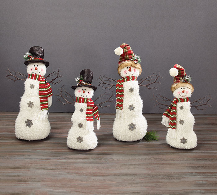 SNOWMAN FAMILY WITH TOP HATS  KNIT HATS