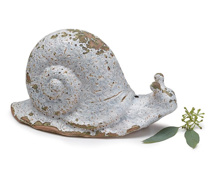 WHITE WITH MOSS GREEN AGED LOOKING SNAIL